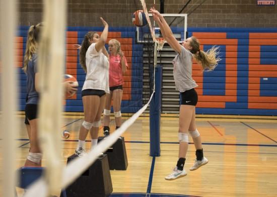 1000816180 Ridgefield volleyball_04